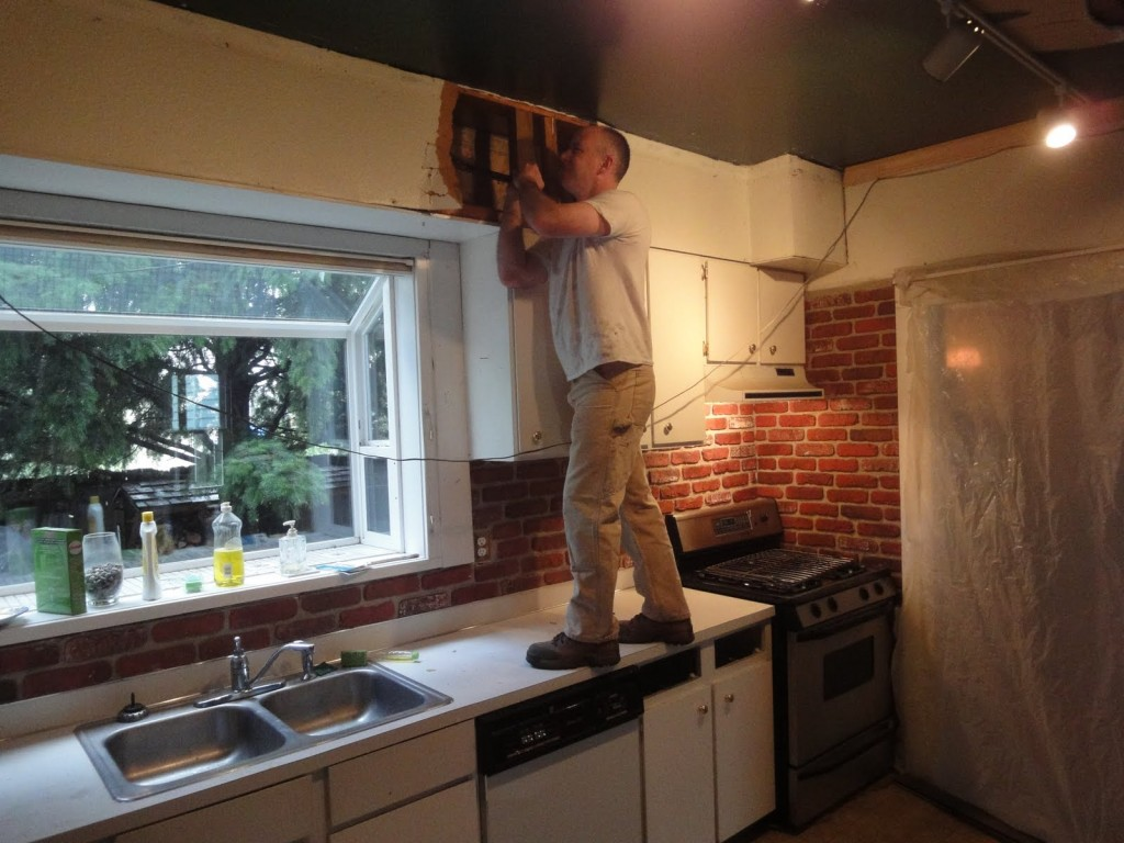 Демонтиране на кухненски в кухнята