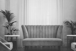 Изваждане и изхвърляне на обикновен или ъглов диван